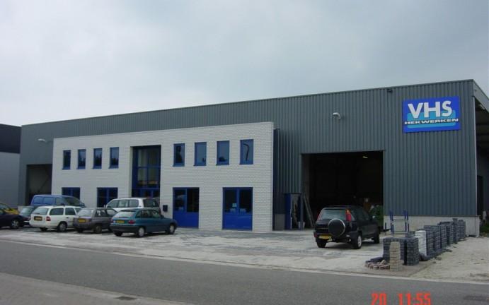 Kantoorgebouw en fabriekshal VHS Hekwerken Asten